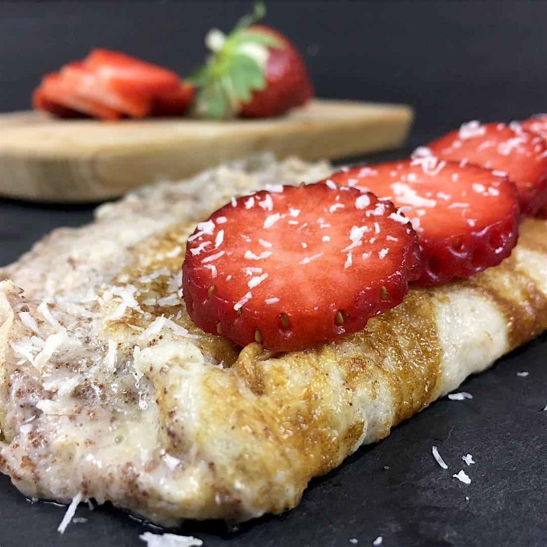 Nutricion-deportiva-recetas-5-tortillas-francesas-originales-IND-Tortilla-francesa-dulce-con-fresas-y-coco-rallado