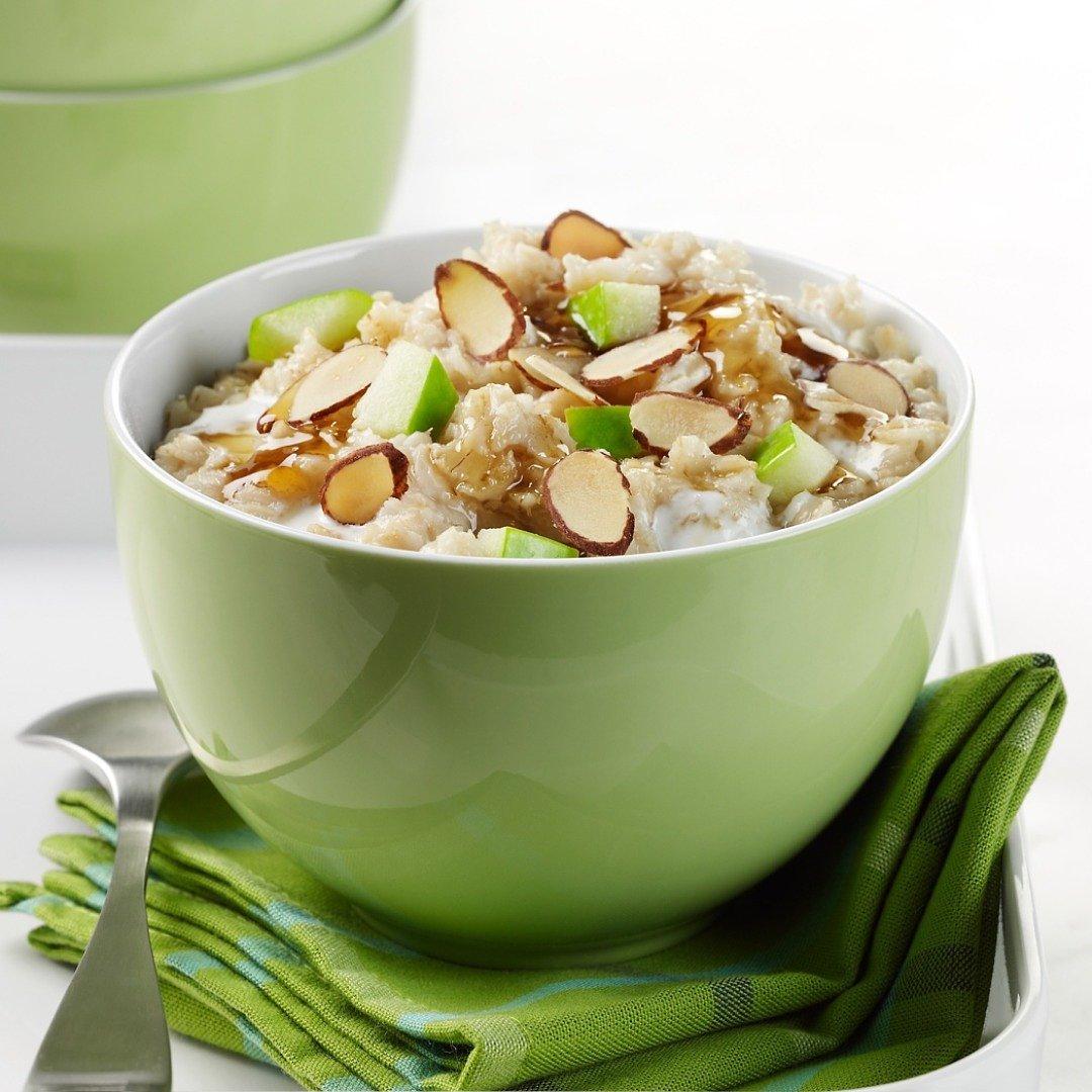Nutricion-deportiva-recetas-IND-Yogur-de-soja-con-manzana-copos-de-avena-almendras-y-sirope-de-agave