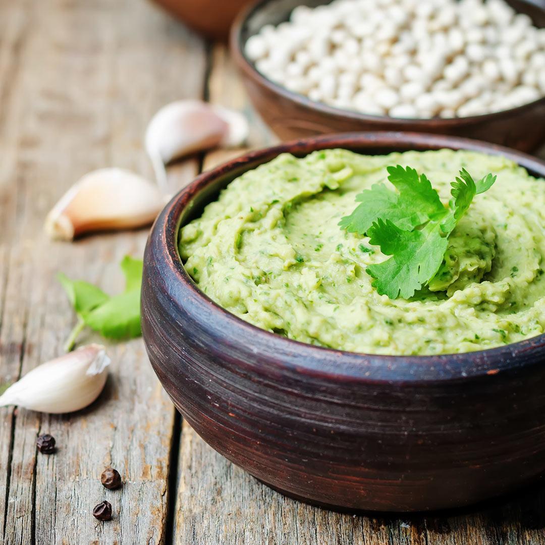 Hummus-de-pistachos-y-albahaca-snacks-saludables-recetas-IND