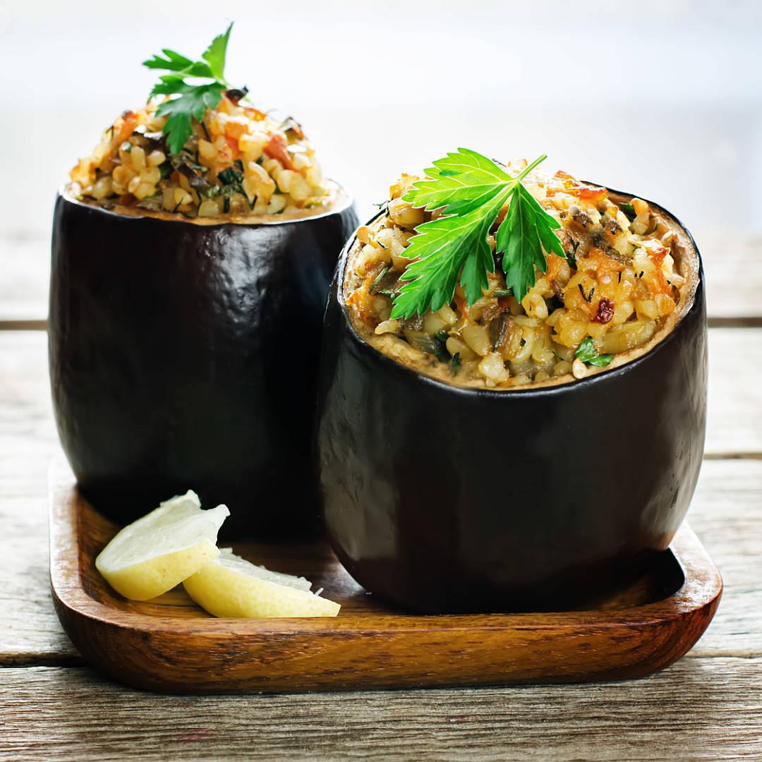 Berenjena-rellena-de-arroz-carne-picada-de-ternera-pimiento-y-champinones-recetas-IND